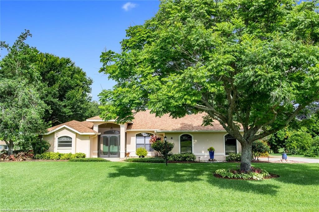 4 N Meadowlake N Circle, Lake Placid, FL 33852