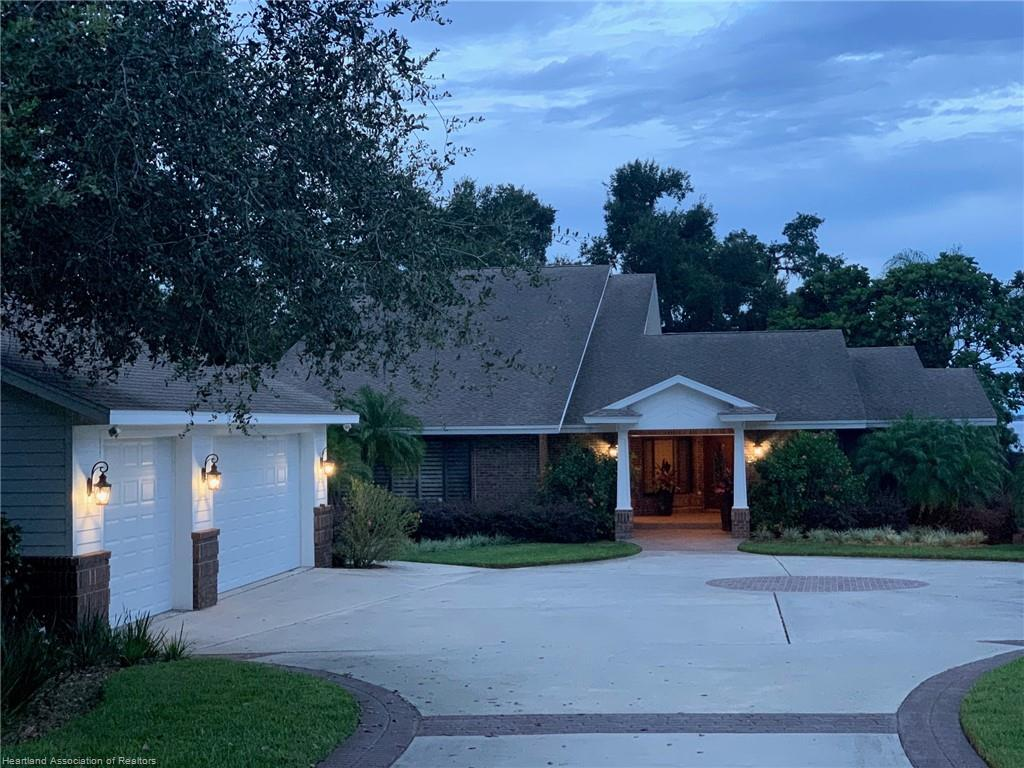 2881 Lakeview Drive, Sebring, FL 33870