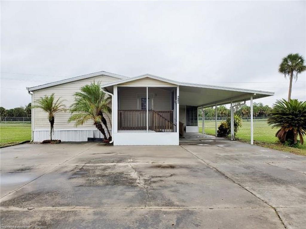 809 Yacht Club Way, Moore Haven, FL 33471