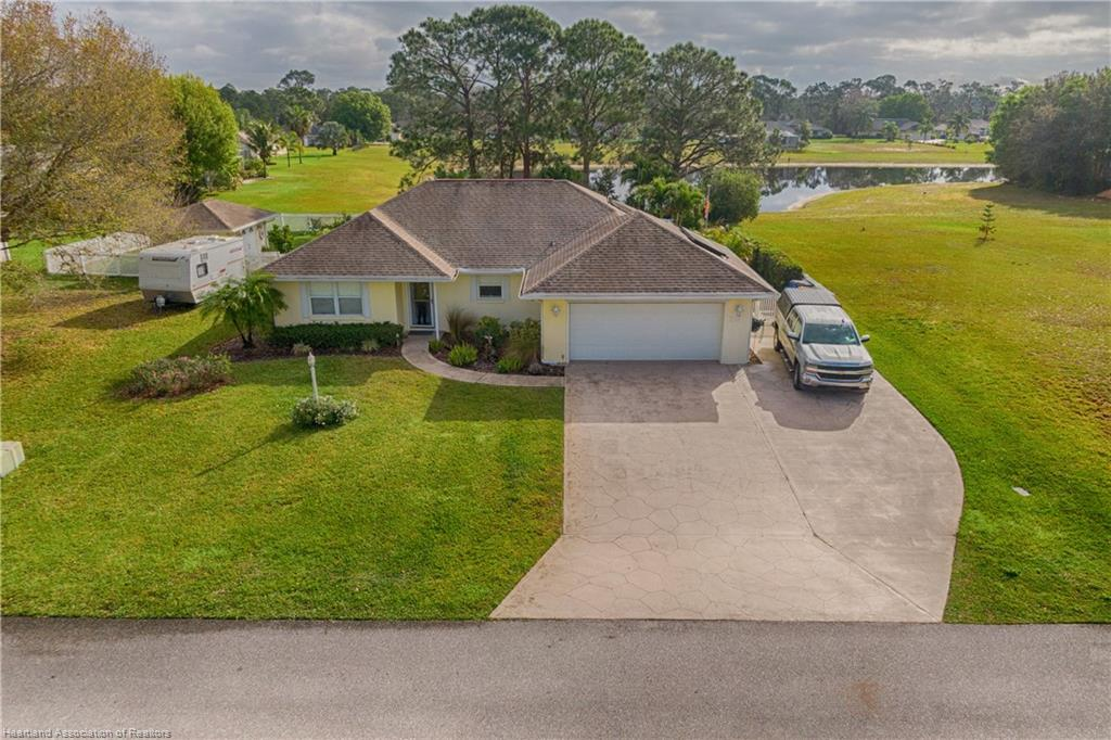39 Lake Side Trail, Lake Placid, FL 33852