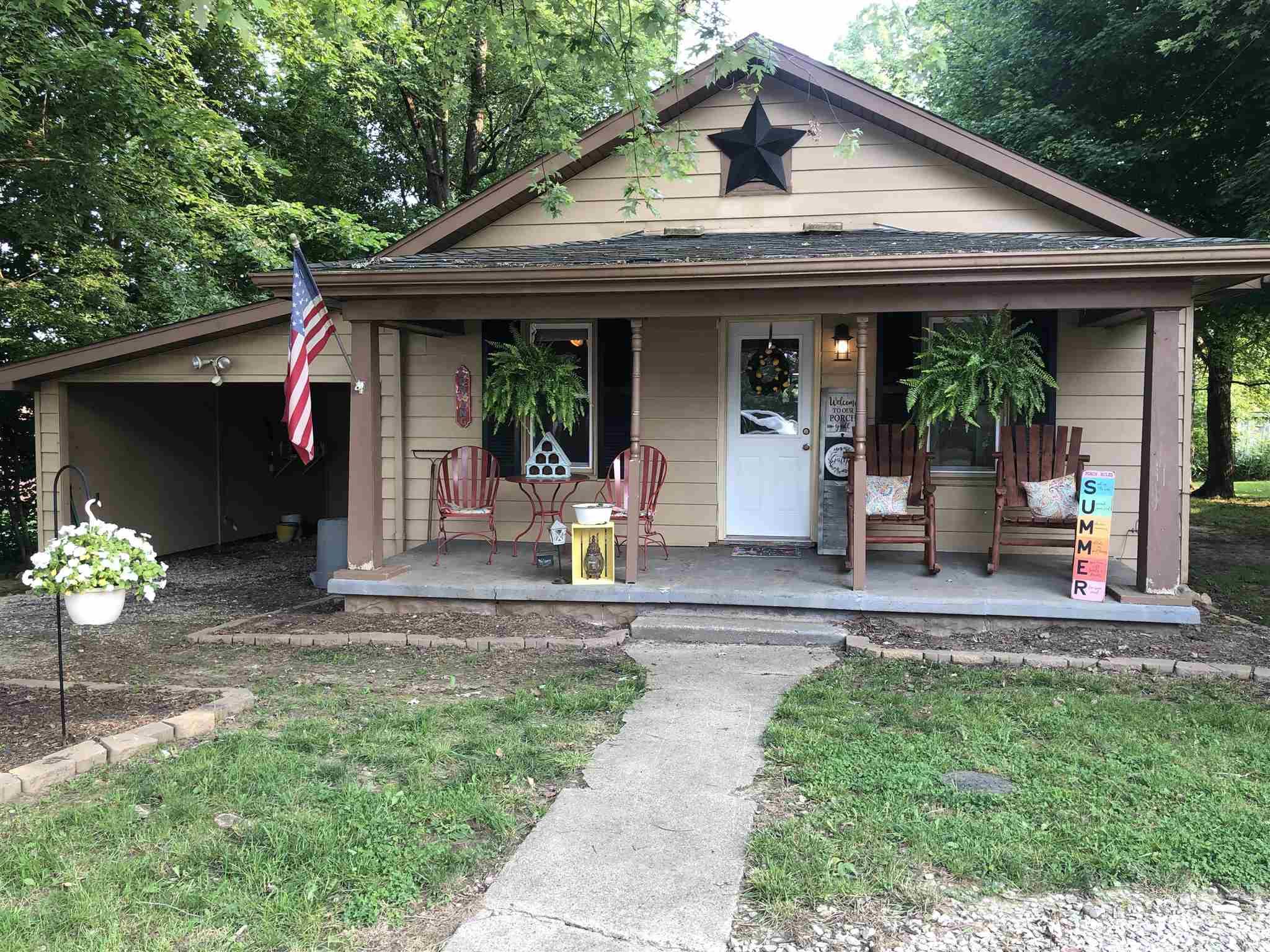 805 N Oak Street, Winslow, IN 47598