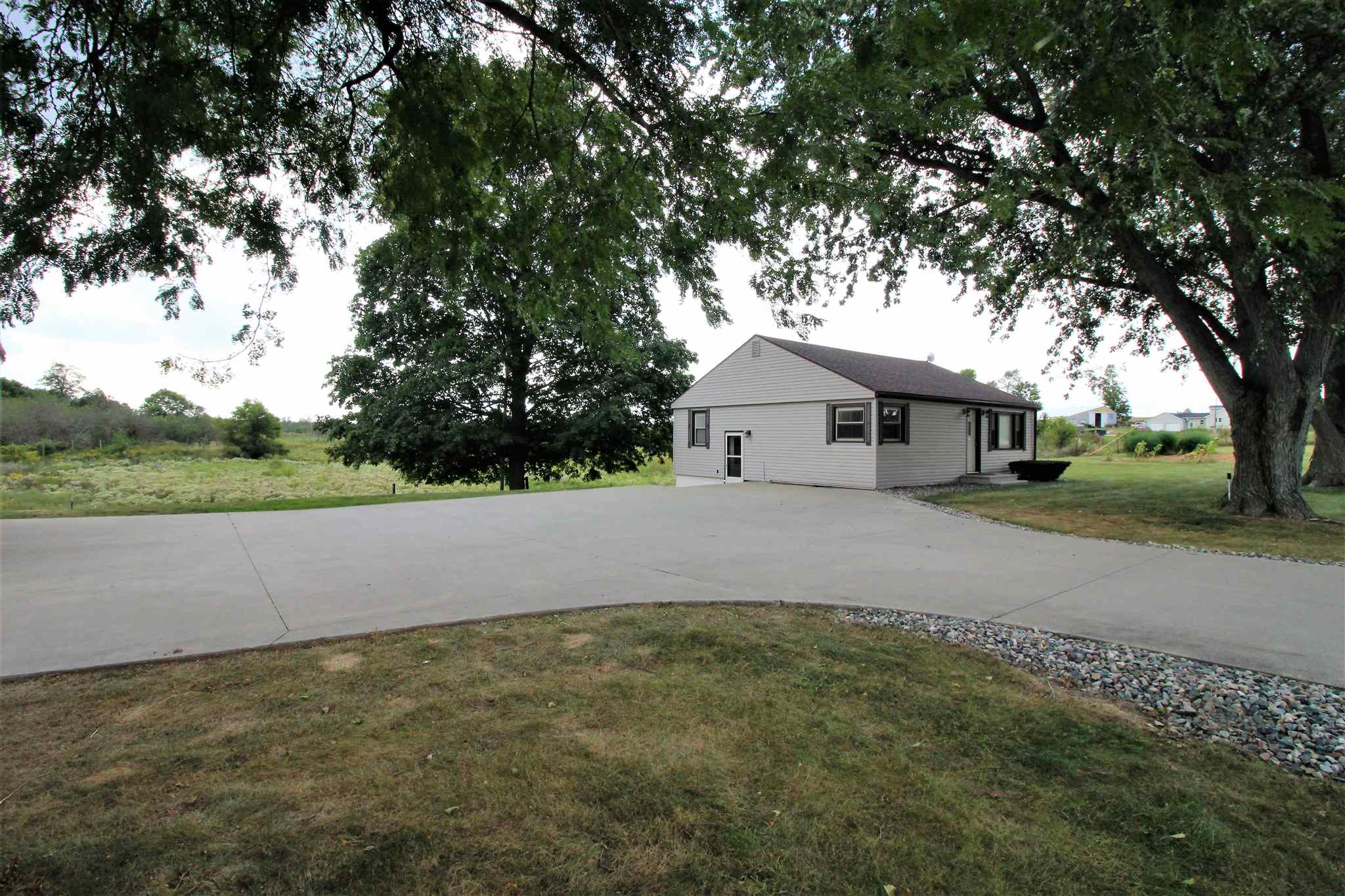 9355 N Angling Road, Kendallville, IN 46755