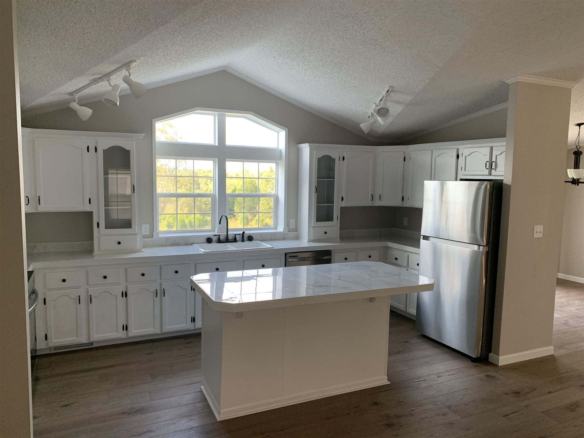 1067 E Oolitic Road, Bedford, IN 47421