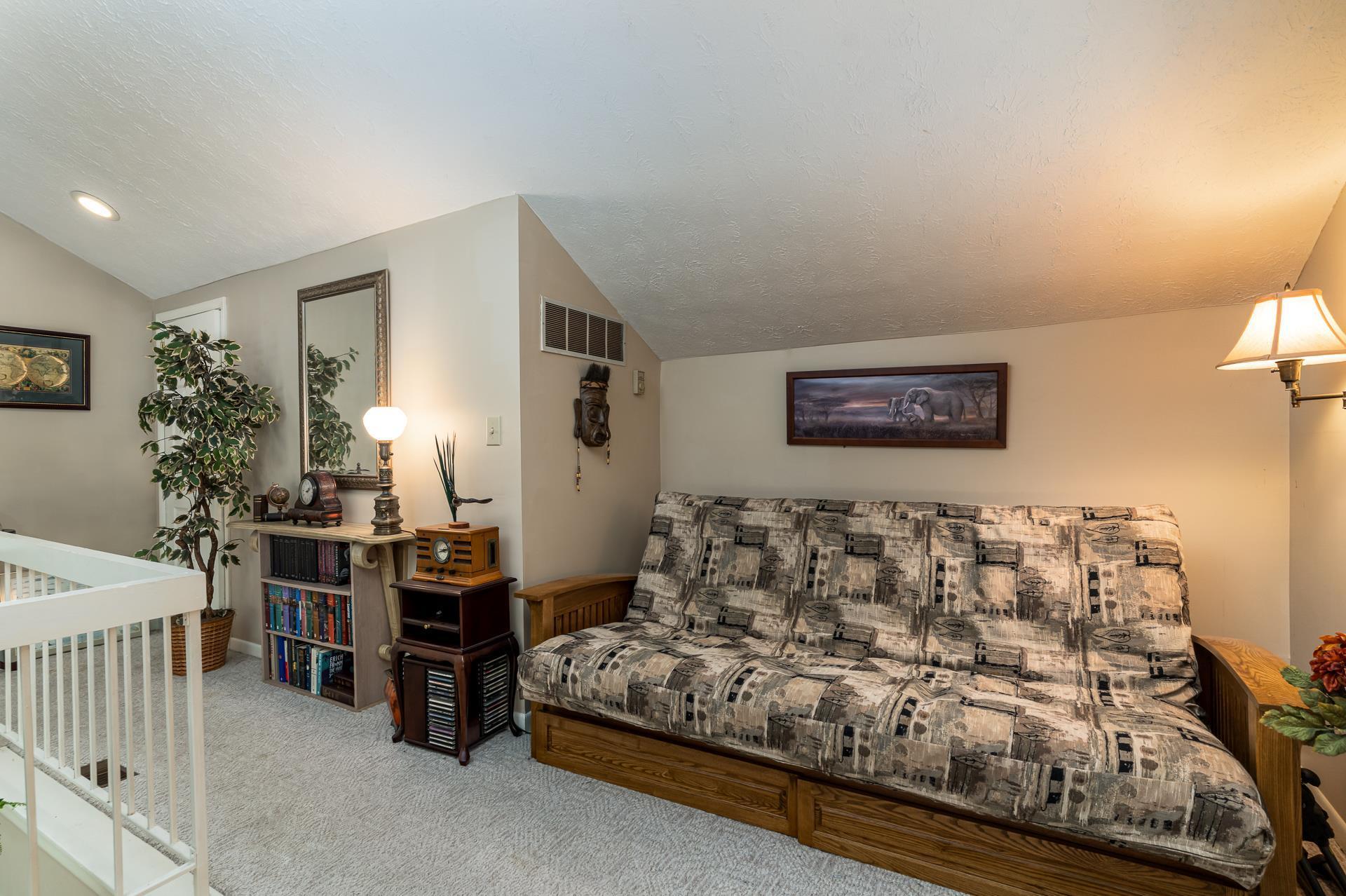 9038 S Pointe Ridge Lane, Bloomington, IN 47401