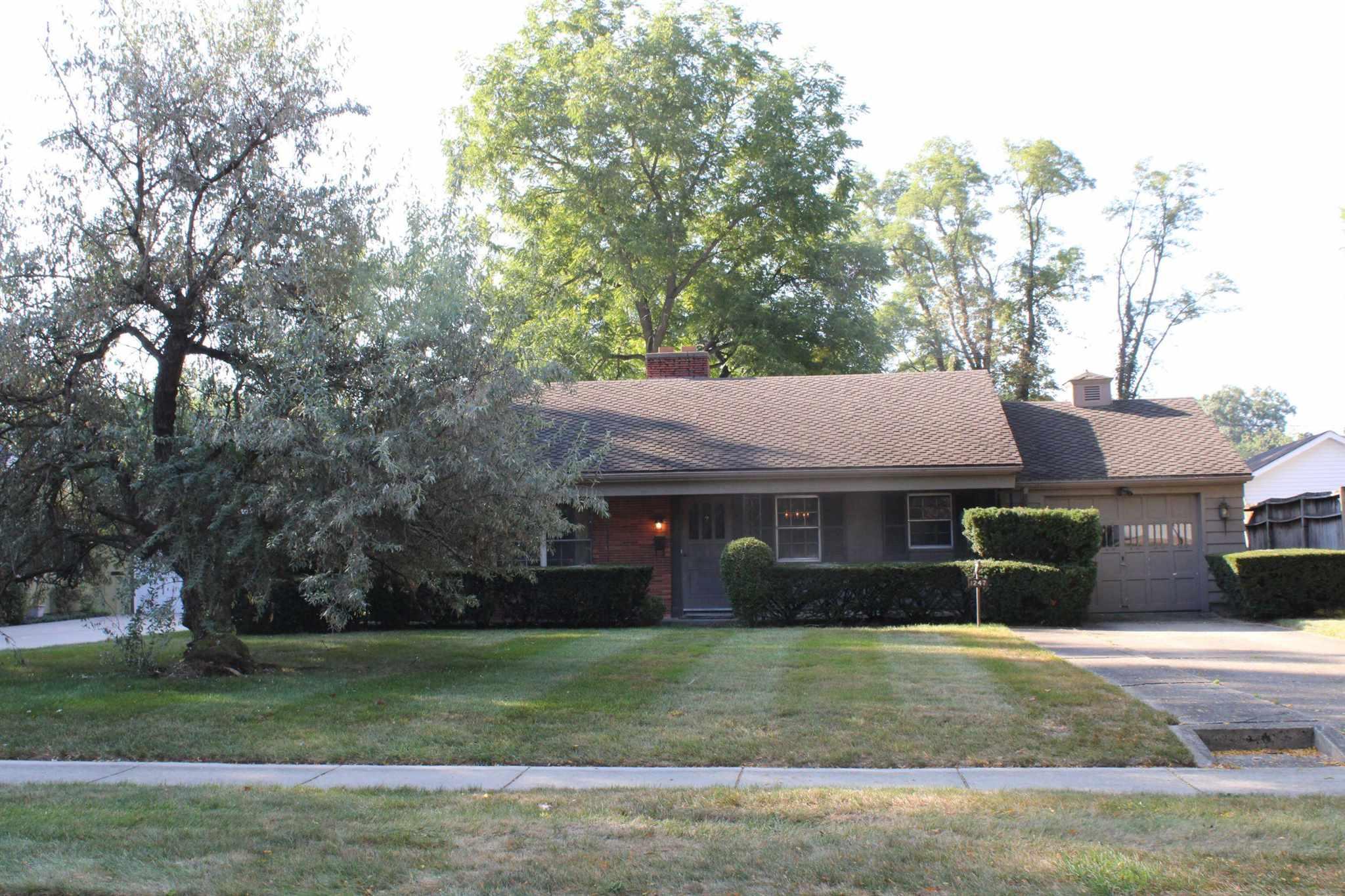 1247 W Sherwood Terrace, Fort Wayne, IN 46807