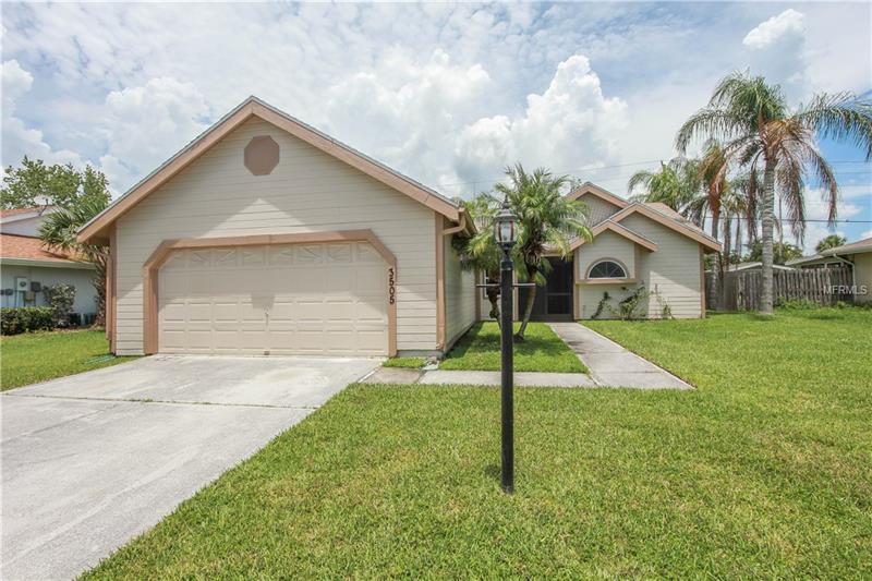 3505 65th Avenue Cir E, Sarasota, FL 34243