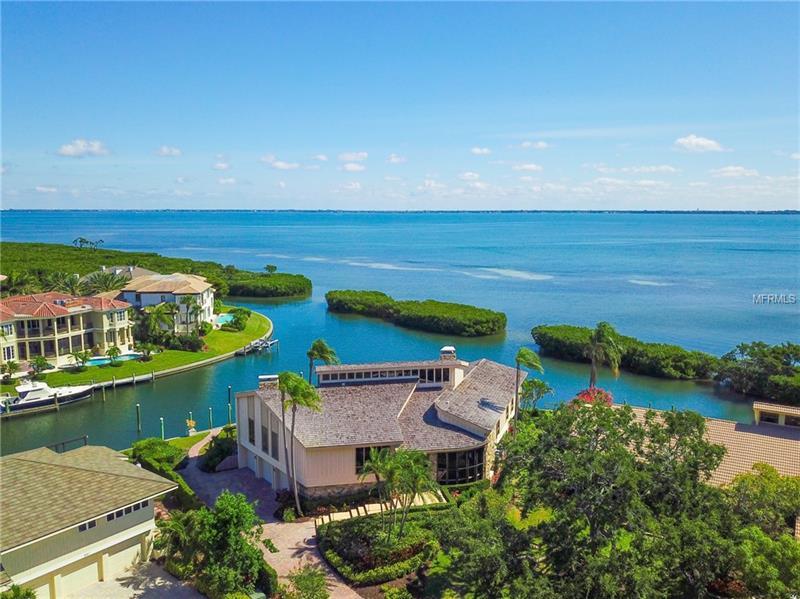 561 Harbor Cove Cir, Longboat Key, FL 34228