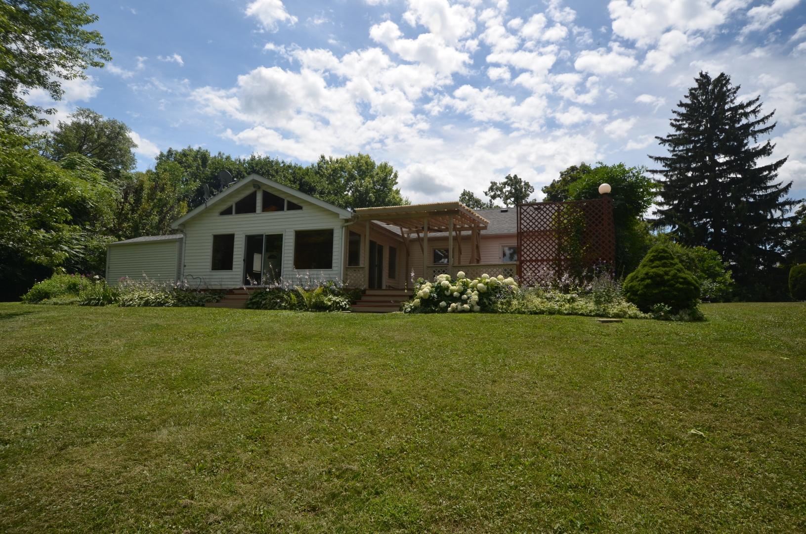 480 W Terra Cotta Avenue, Crystal Lake, IL 60014