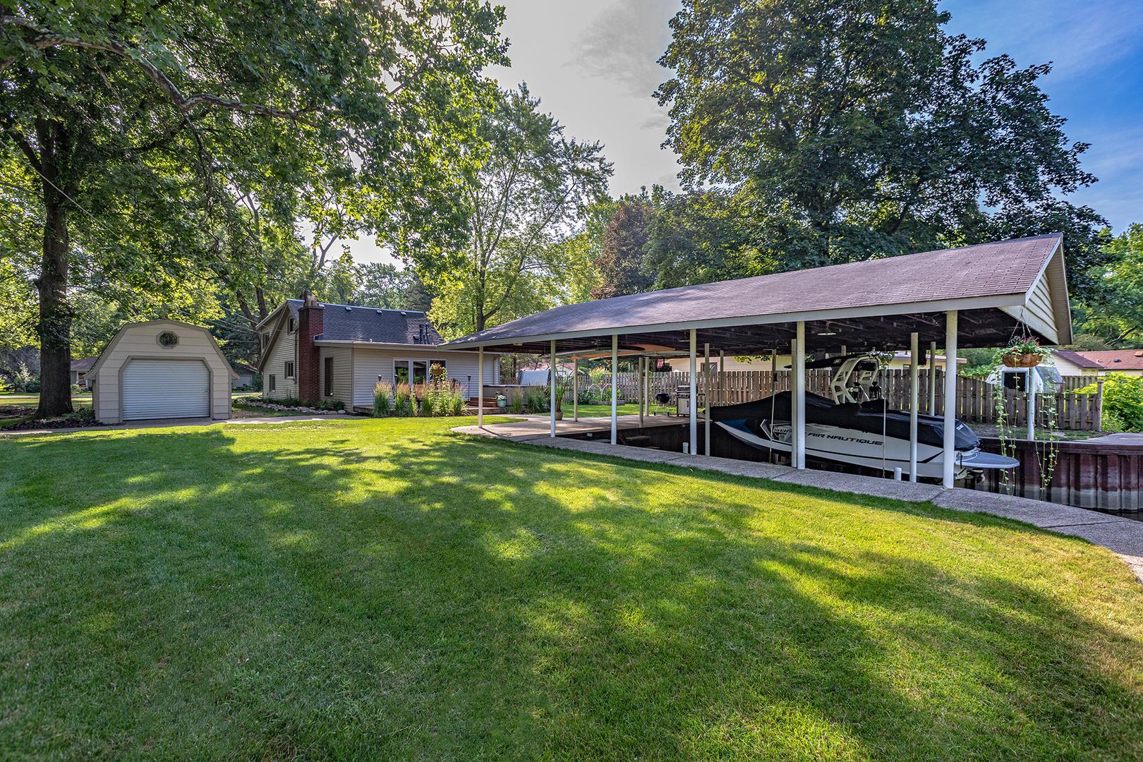 9413 Byrne Drive, Fox River Grove, IL 60021