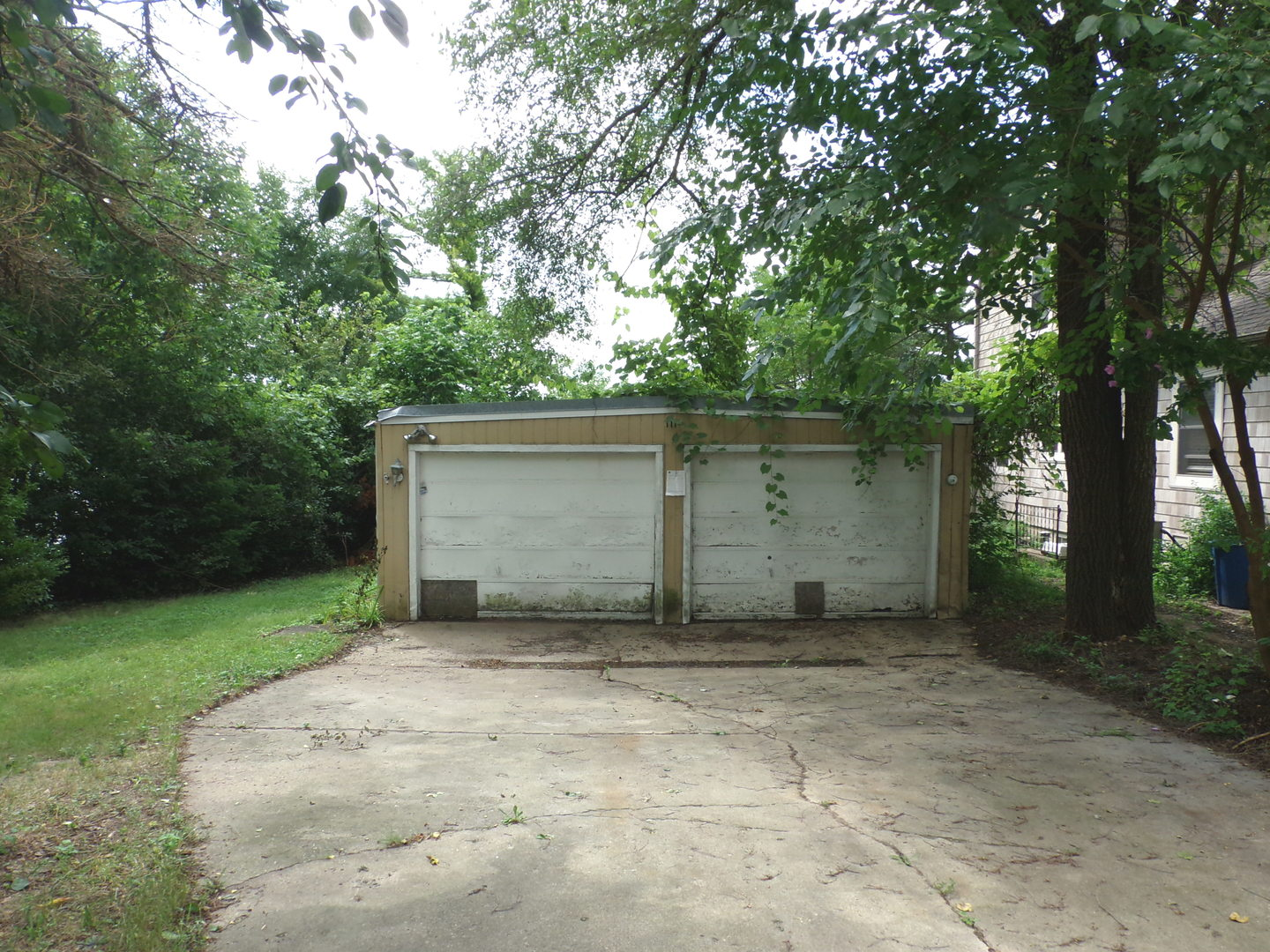 111 Hilltop Drive, Lake In The Hills, IL 60156