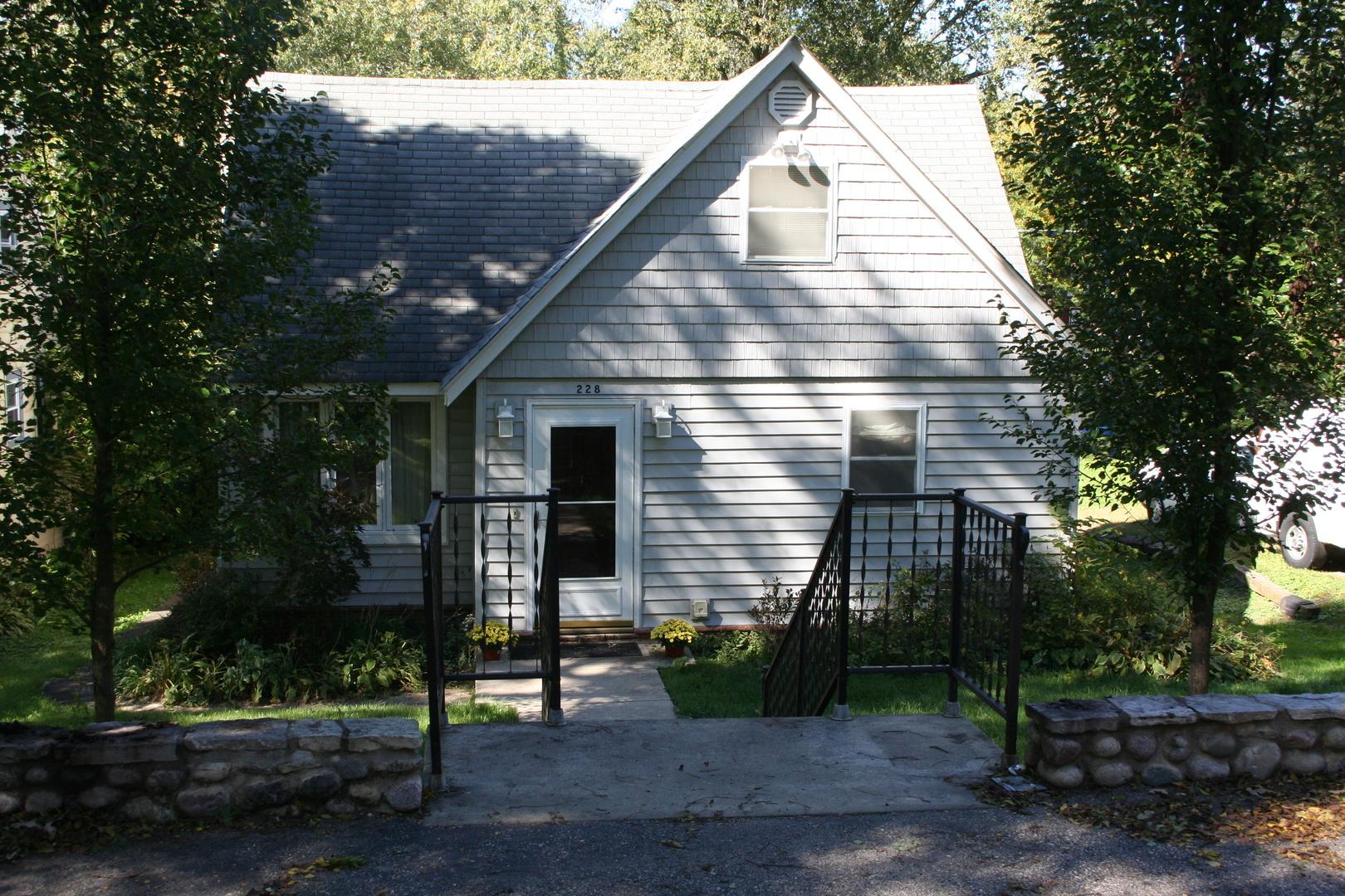 228 Forest Drive, Island Lake, IL 60042