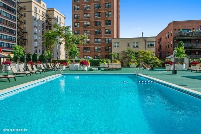 525 W Hawthorne Place, Chicago, IL 60657