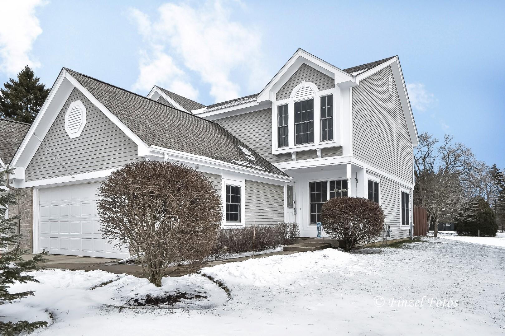 957 Kendallwood Drive, Crystal Lake, IL 60014