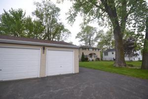 209 W Pleasant View Drive, Mchenry, IL 60050