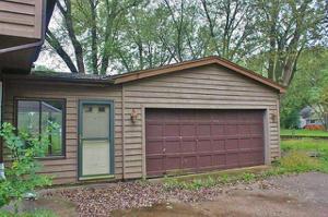 4221 N Riverdale Drive, Mchenry, IL 60051