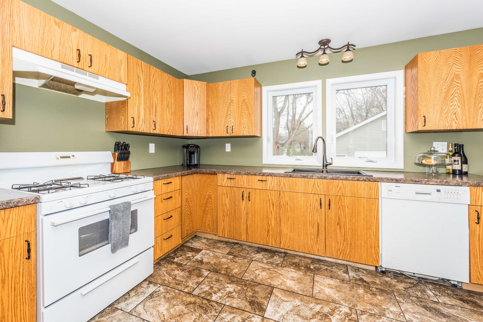 1612 Pleasant Avenue, Mchenry, IL 60050