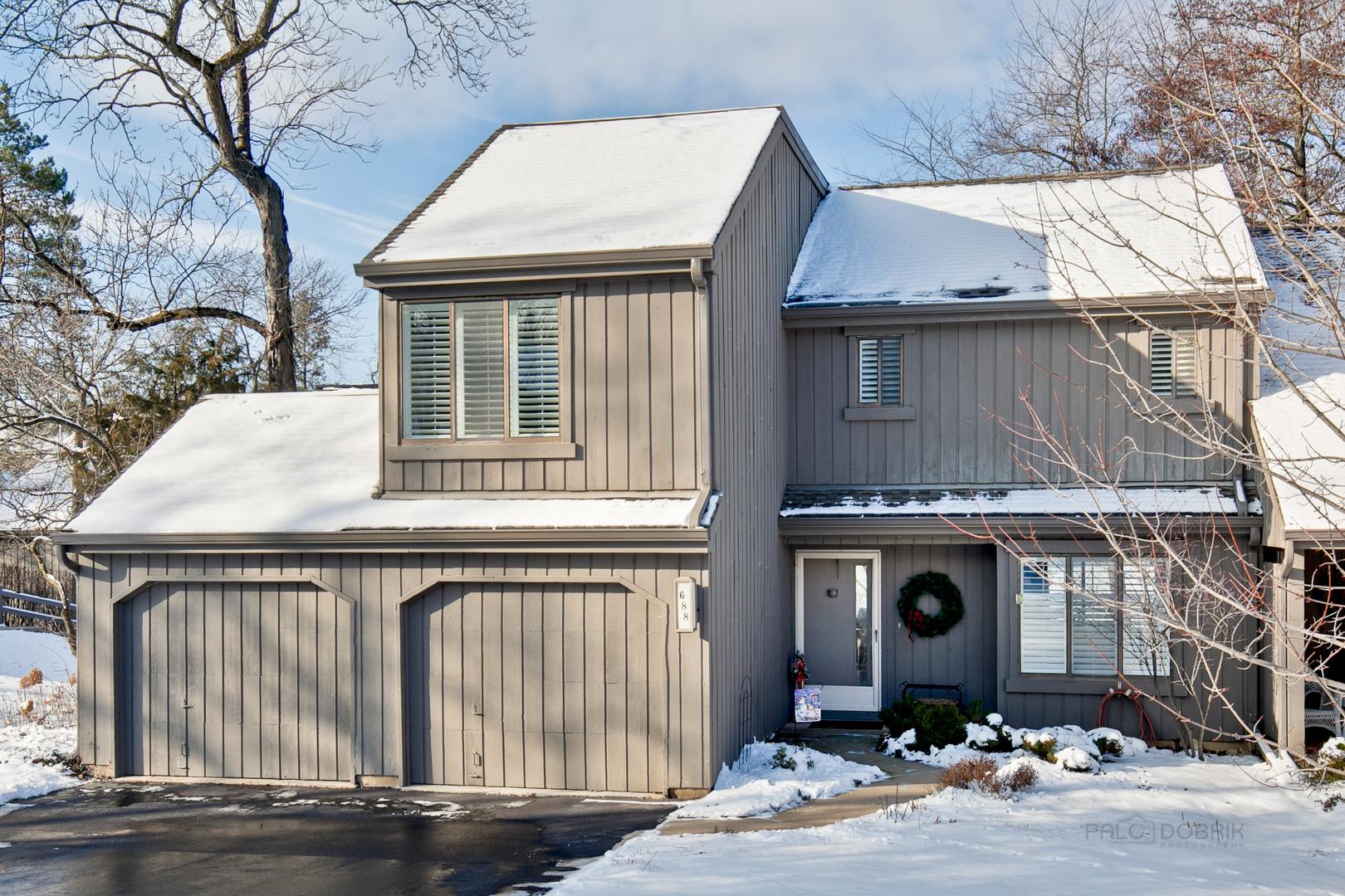 688 Old Barn Road, Lake Barrington, IL 60010