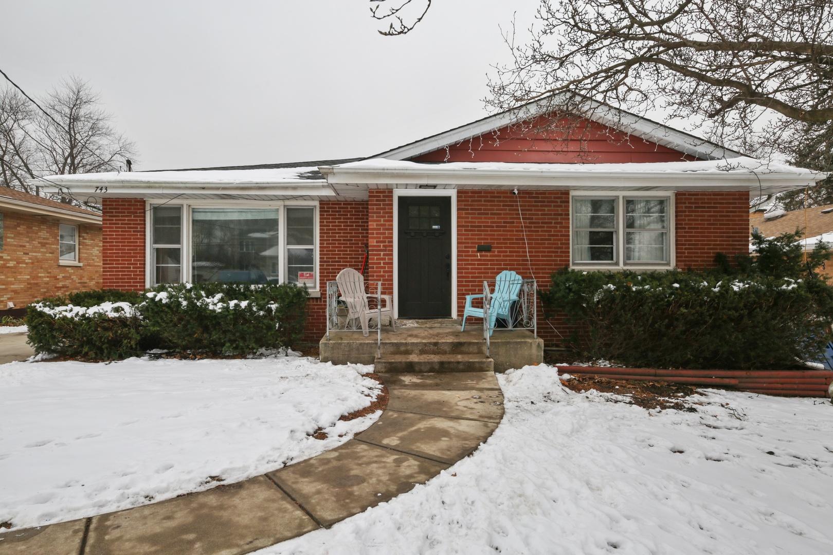 743 S Riverside Drive, Villa Park, IL 60181