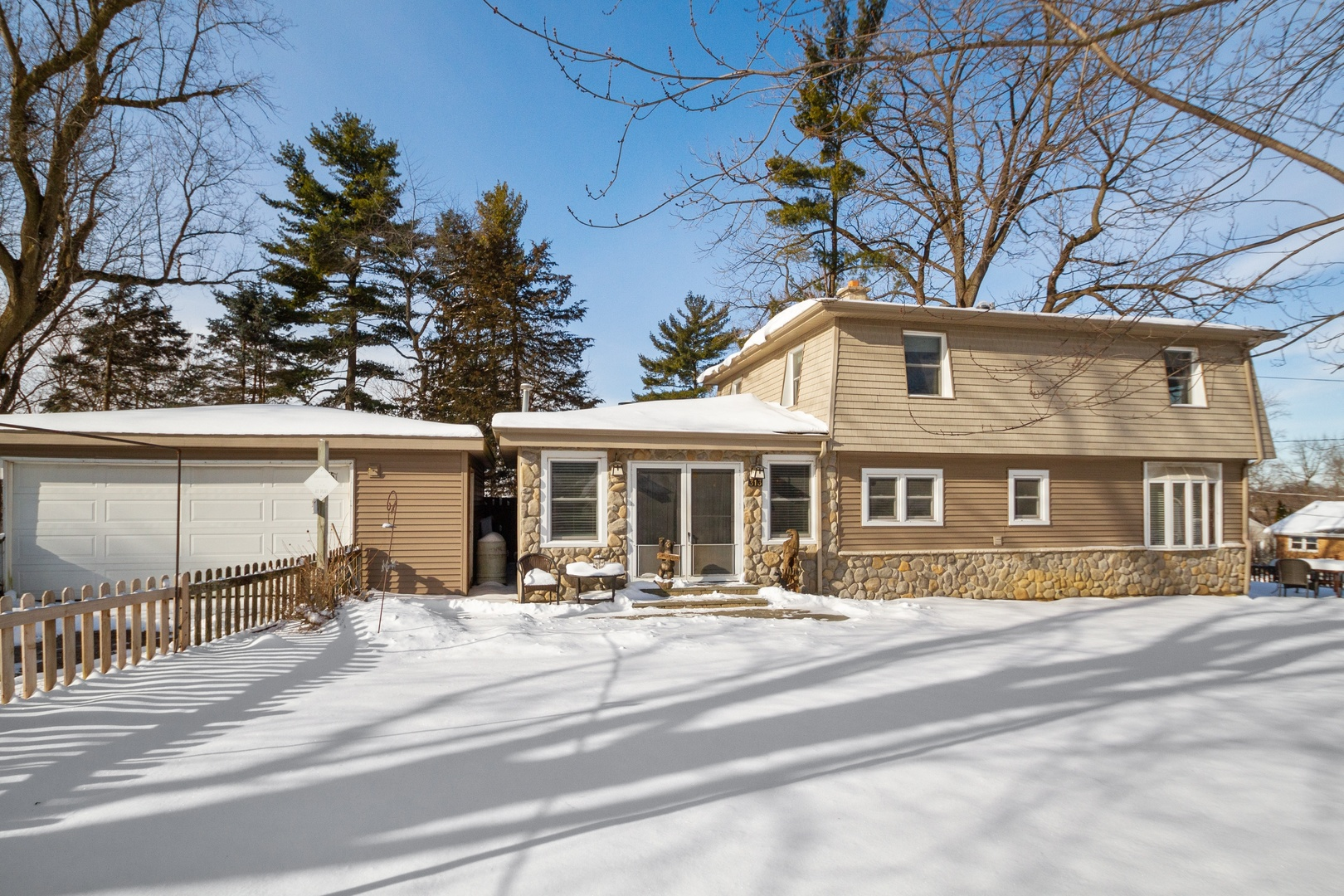 313 Meadow Lane, Lake In The Hills, IL 60156