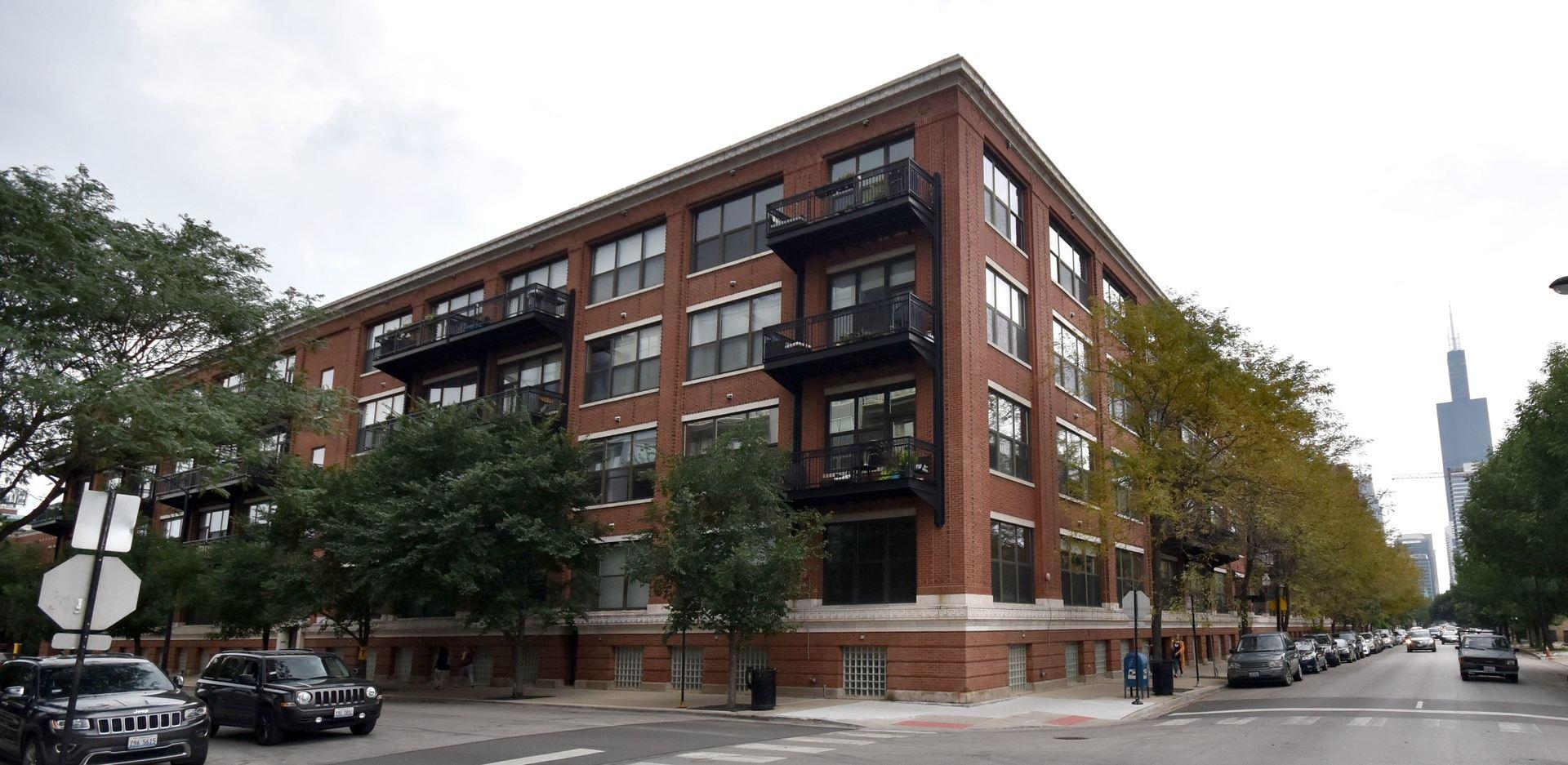 1040 W Adams Street, Chicago, IL 60607