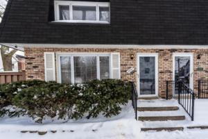 2857 N Greenview Avenue, Chicago, IL 60657