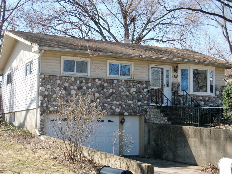 1715 W Oakleaf Drive, Mchenry, IL 60051