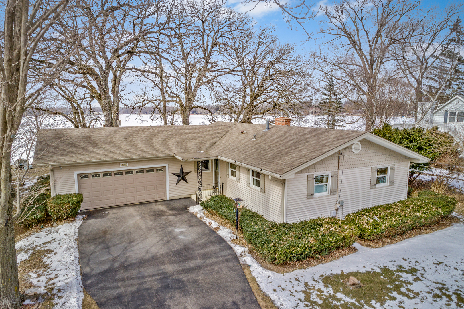 2805 S River Road, Mchenry, IL 60051