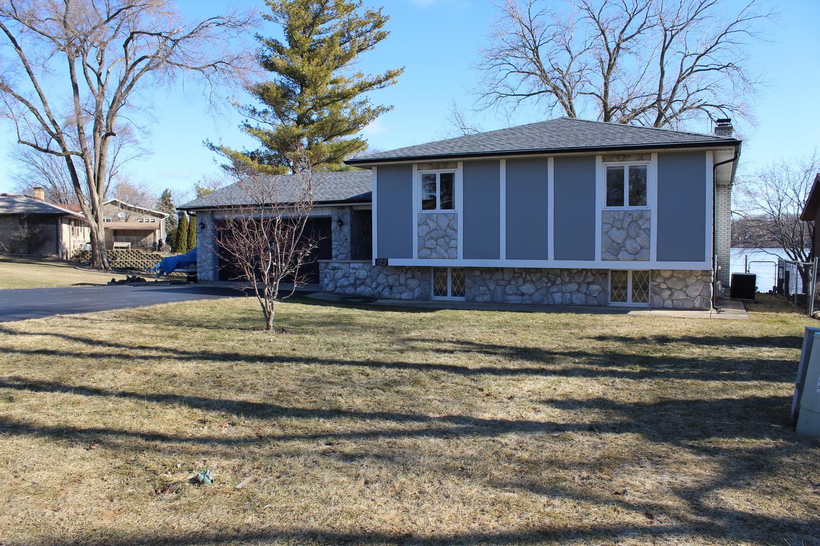123 Lakewood Drive, Antioch, IL 60002