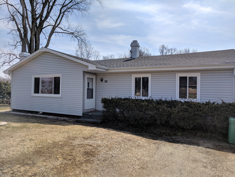 303 W Pleasant View Drive, Mchenry, IL 60050