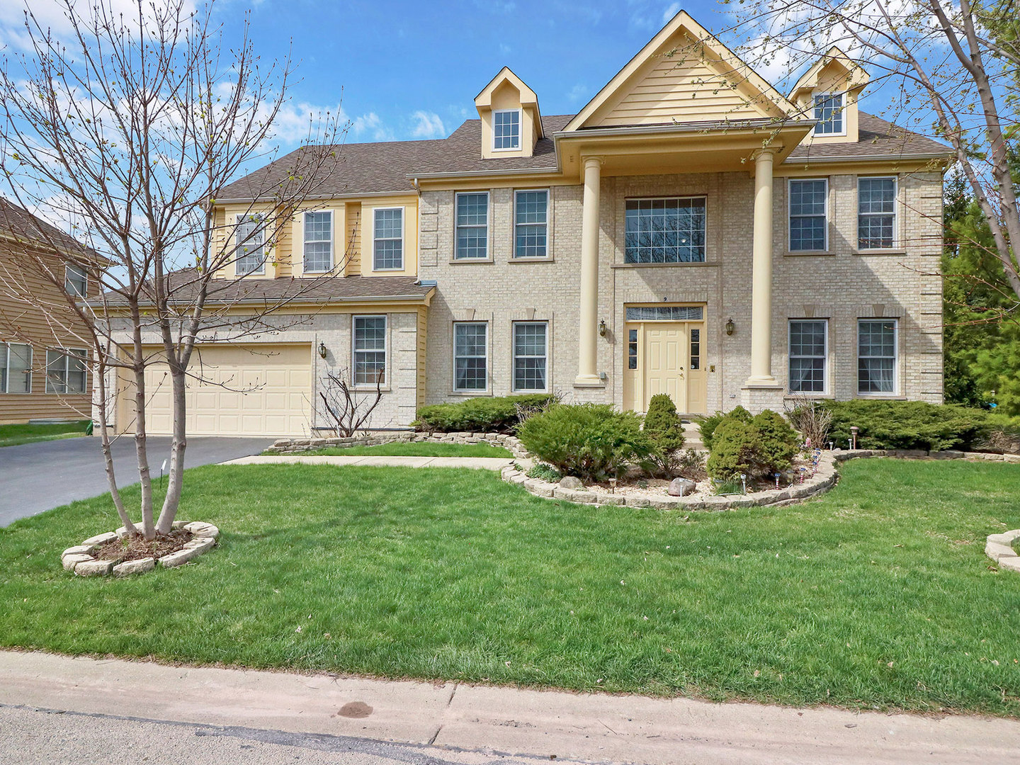 9 Shoal Creek Court, Lake In The Hills, IL 60156