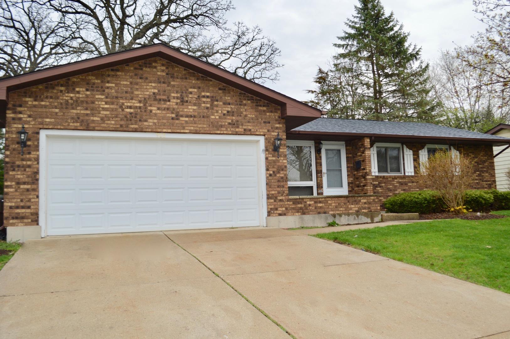 906 Royal Drive, Mchenry, IL 60050