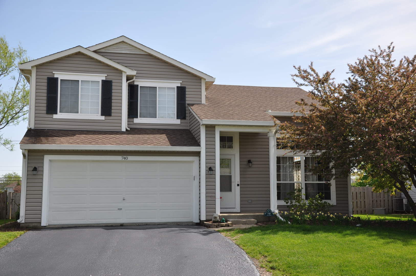 740 Parc Court, Lake In The Hills, IL 60156