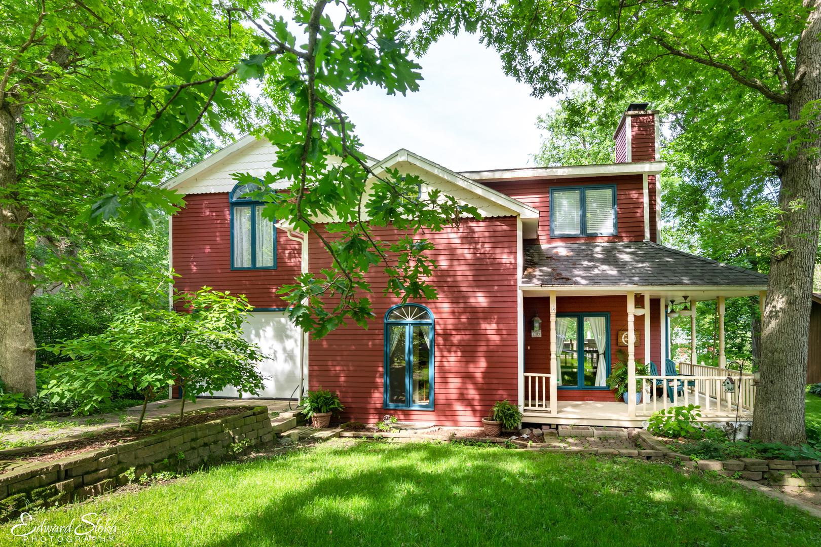 216 Hickory Road, Oakwood Hills, IL 60013