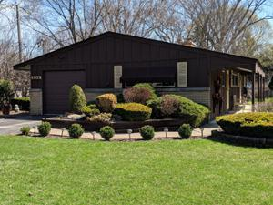 504 S Butterfield Road, Libertyville, IL 60048