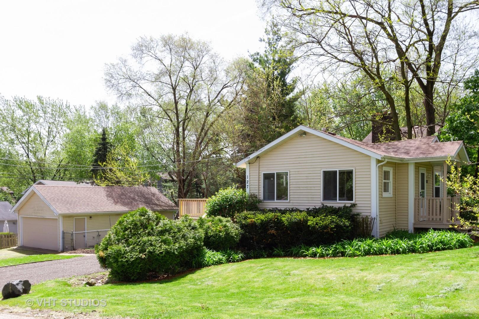 127 Meadow Lane, Oakwood Hills, IL 60013