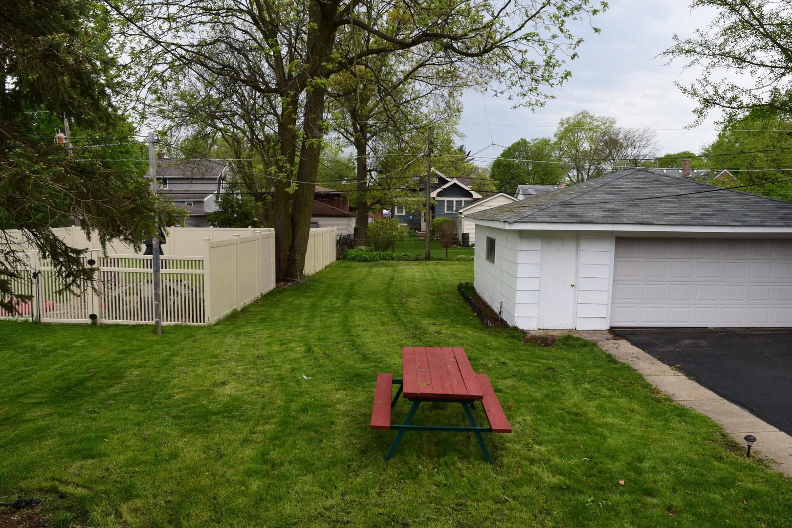 436 S Summit Avenue, Villa Park, IL 60181