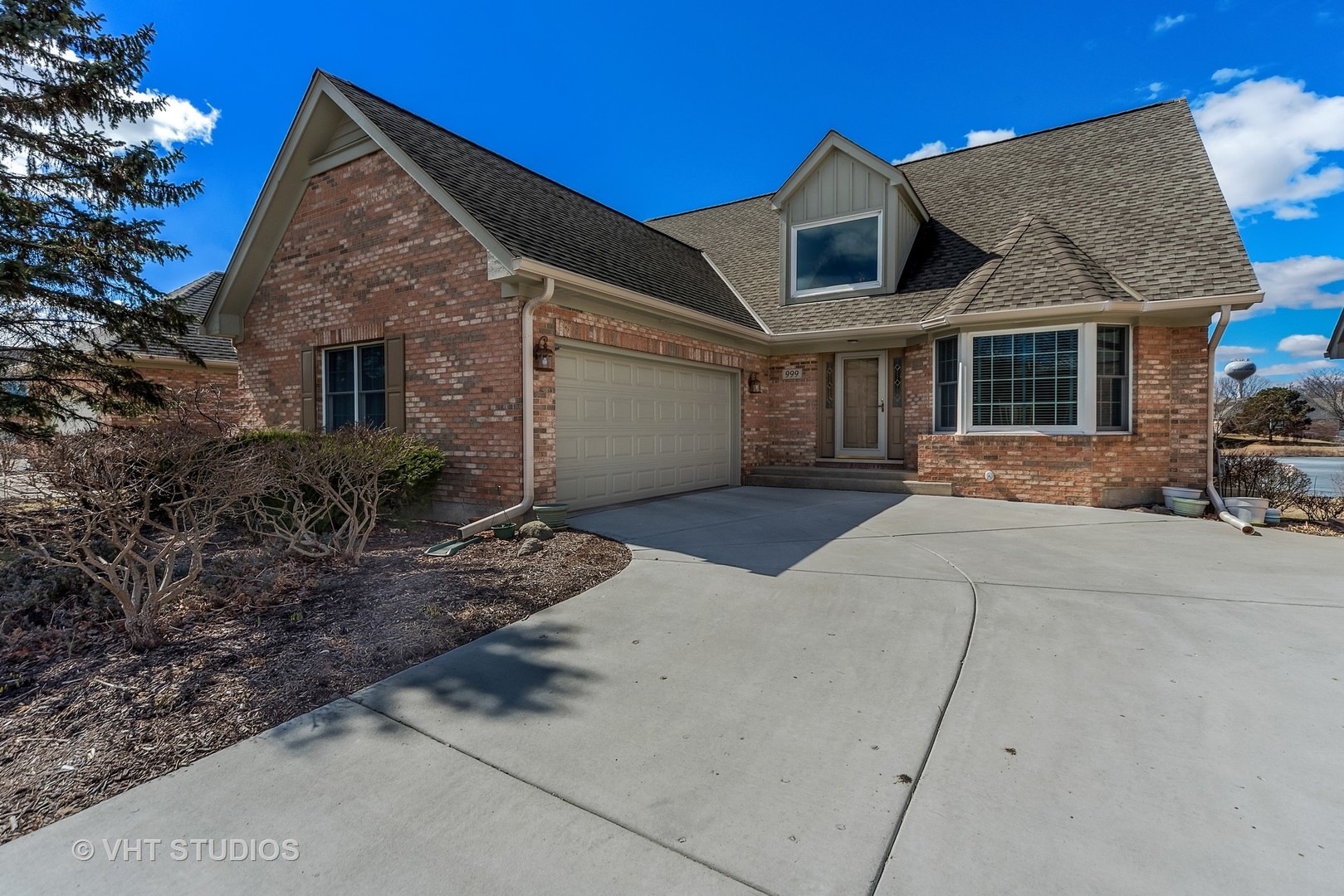 999 Plantain Court, Crystal Lake, IL 60014