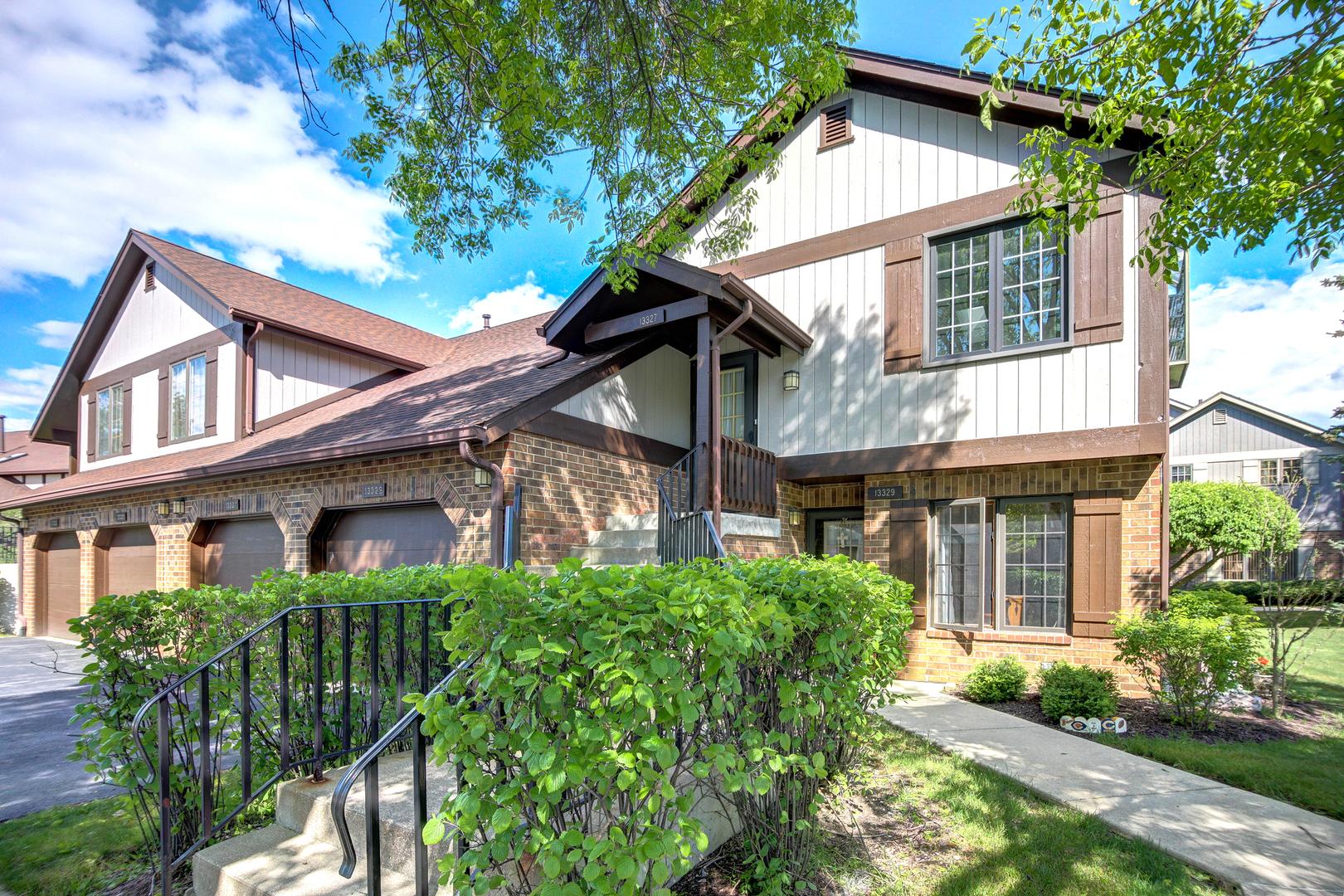 13327 S Oak Hills Parkway, Palos Heights, IL 60463