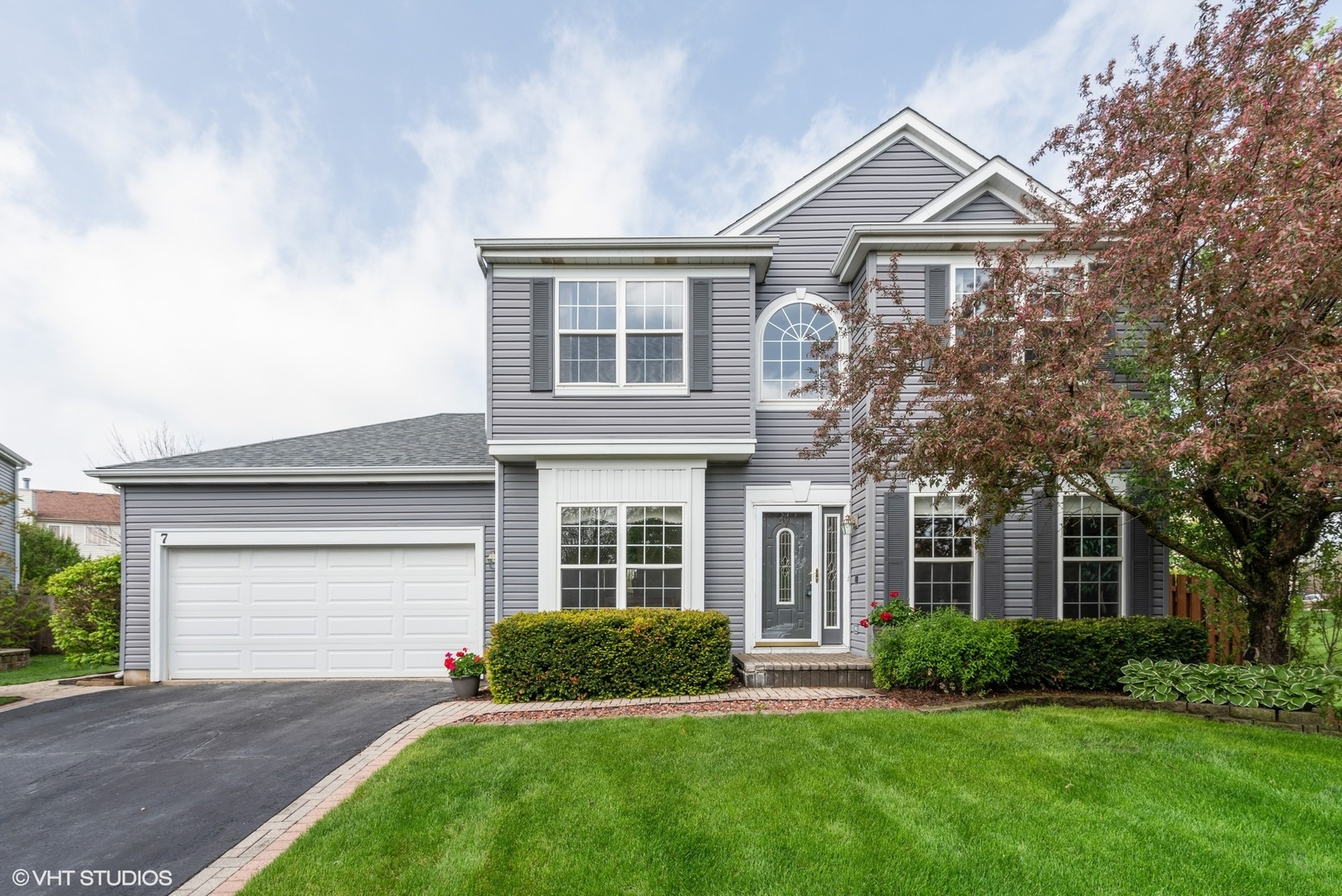 7 Carl Court, Lake In The Hills, IL 60156
