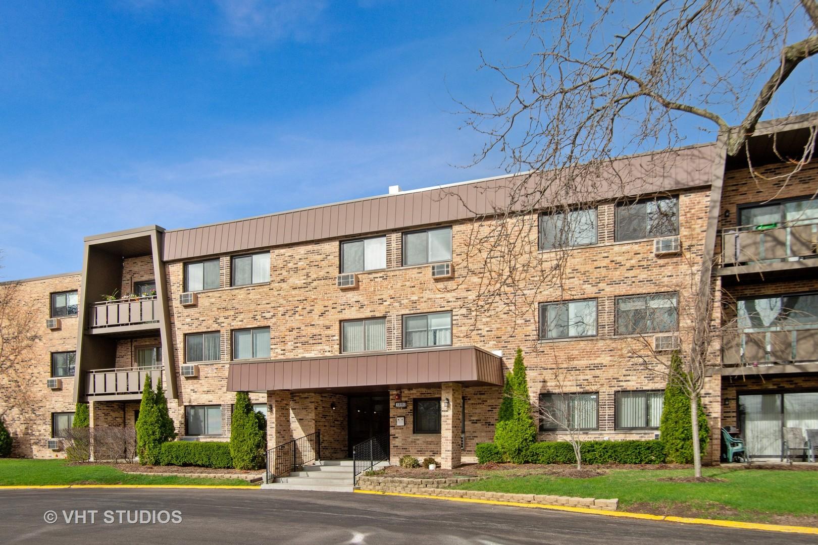 1205 E Hintz Road, Arlington Heights, IL 60004