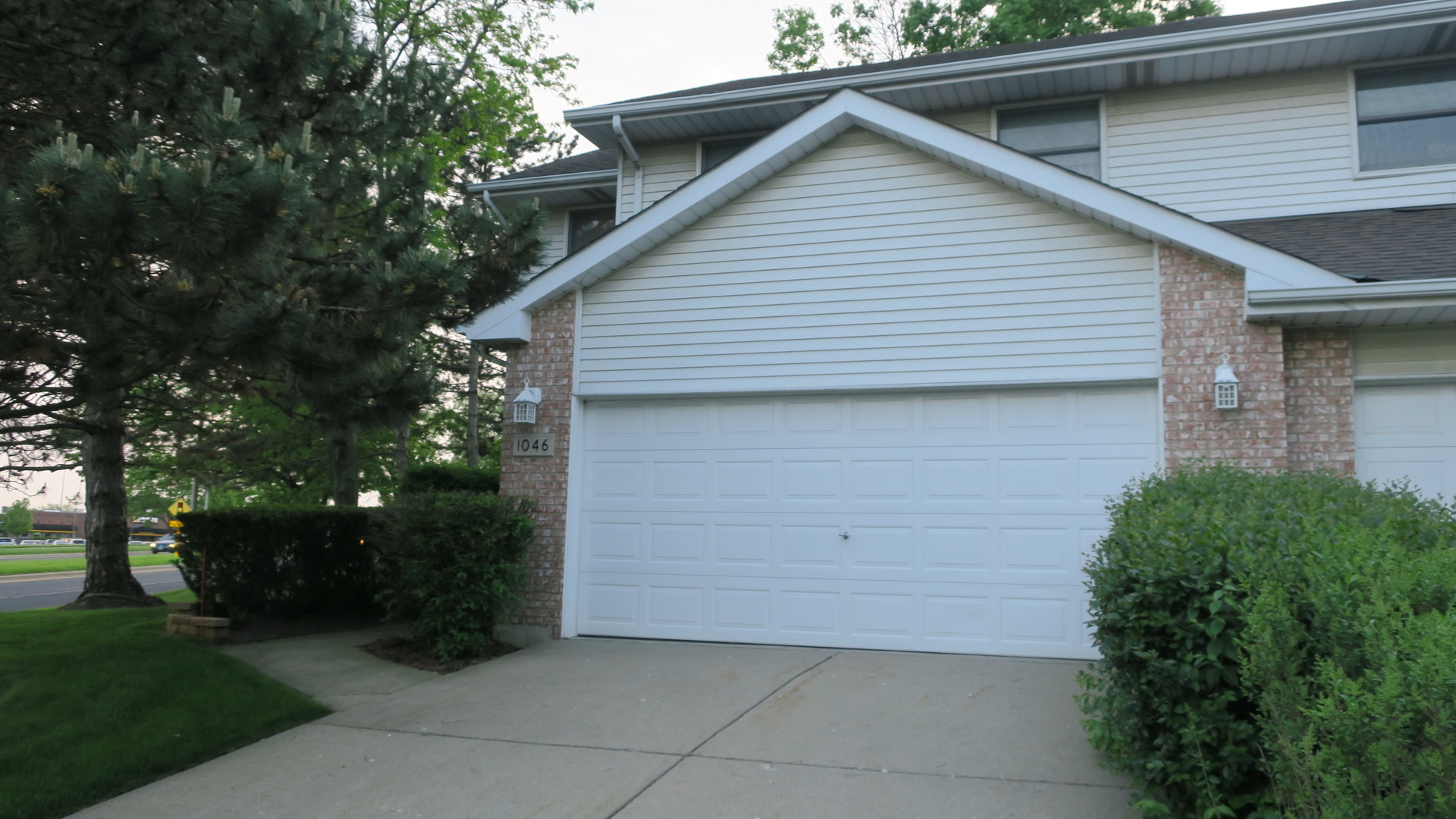 1046 Pinewood Drive, Downers Grove, IL 60516