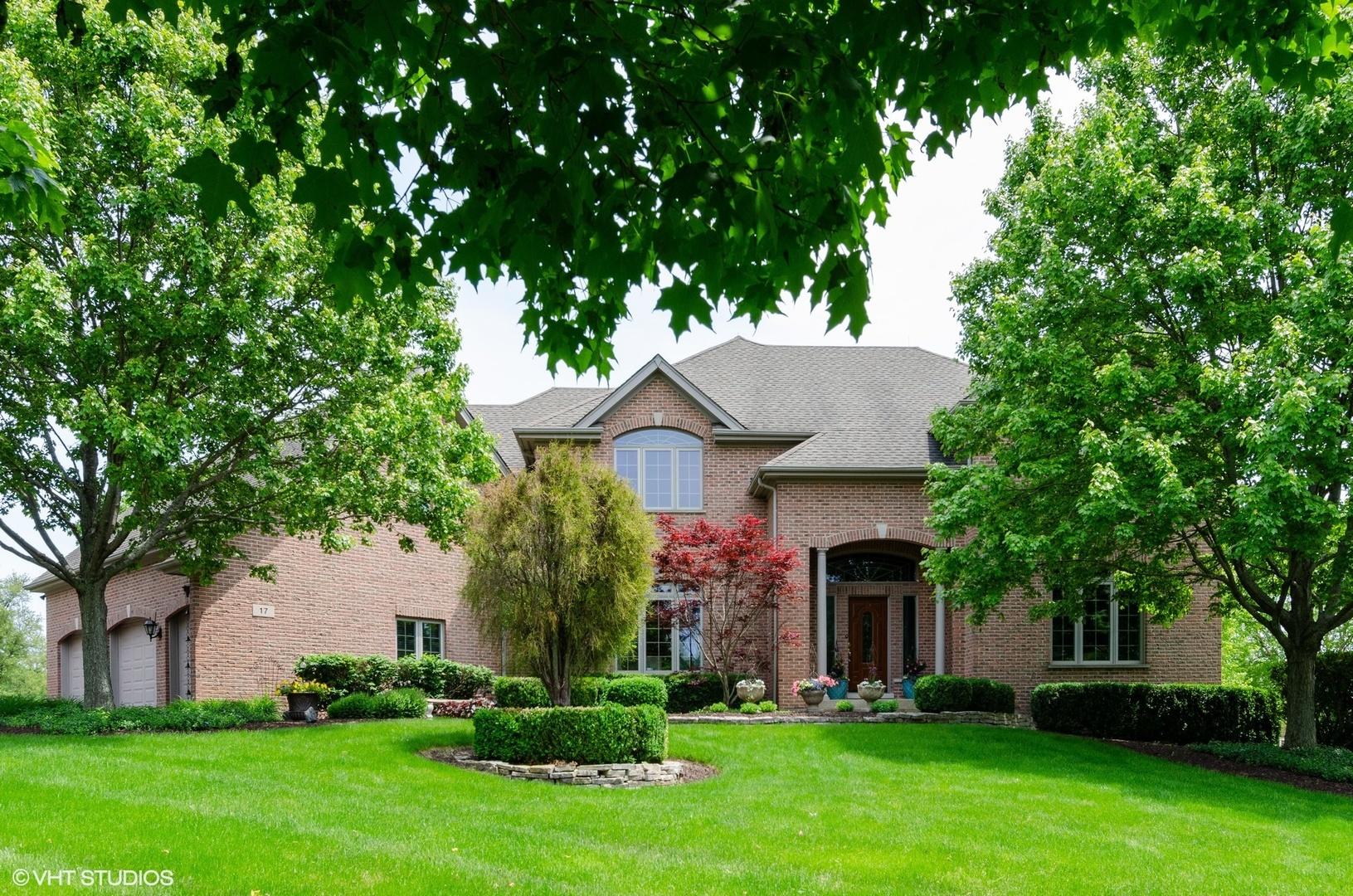 17 Lorraine Court, Oakwood Hills, IL 60013
