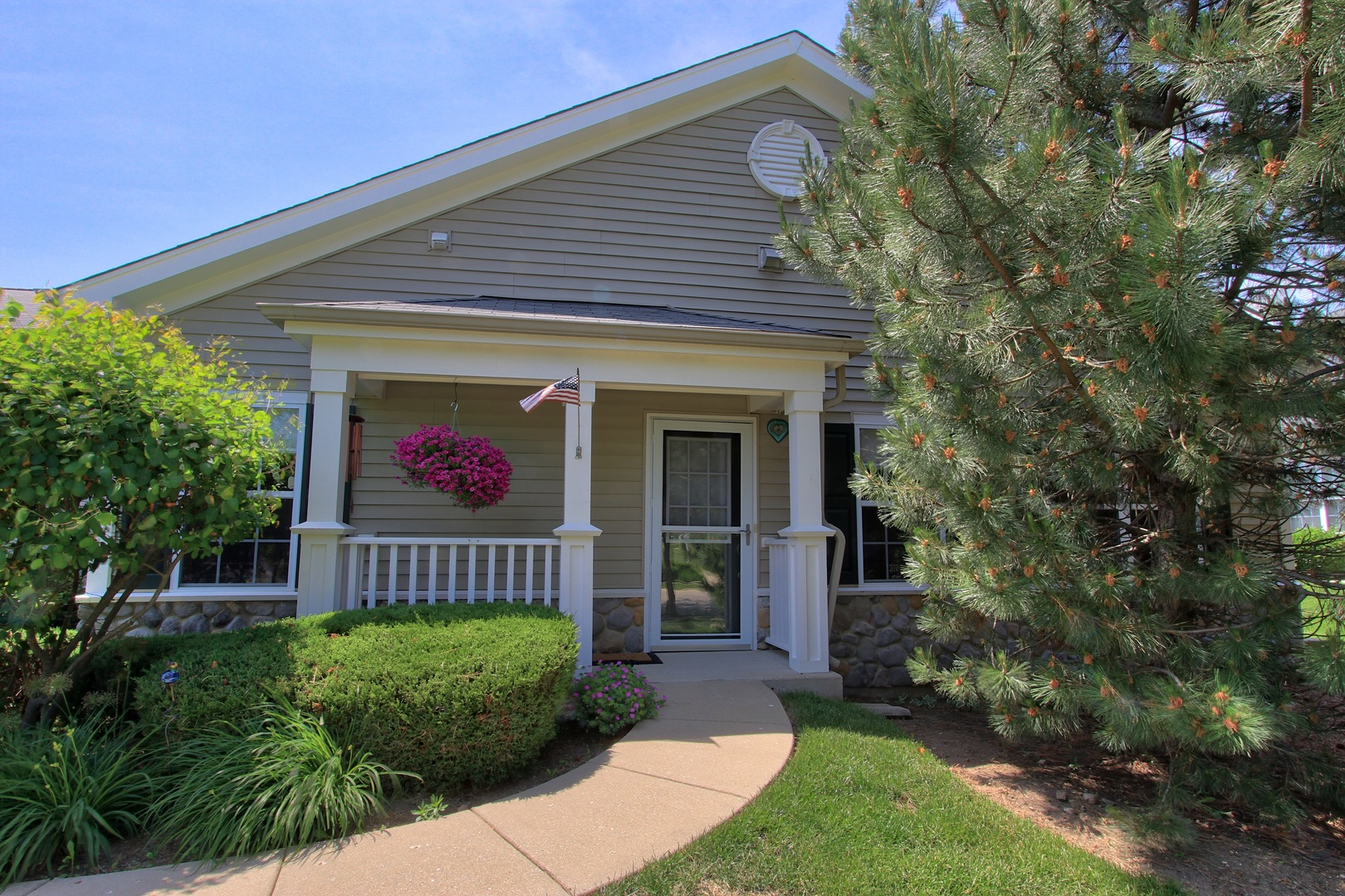 2731 Kendall Crossing, Johnsburg, IL 60051
