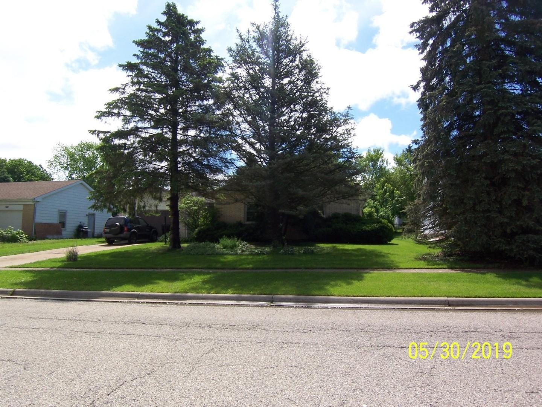 1018 N Oakwood Drive, Mchenry, IL 60050