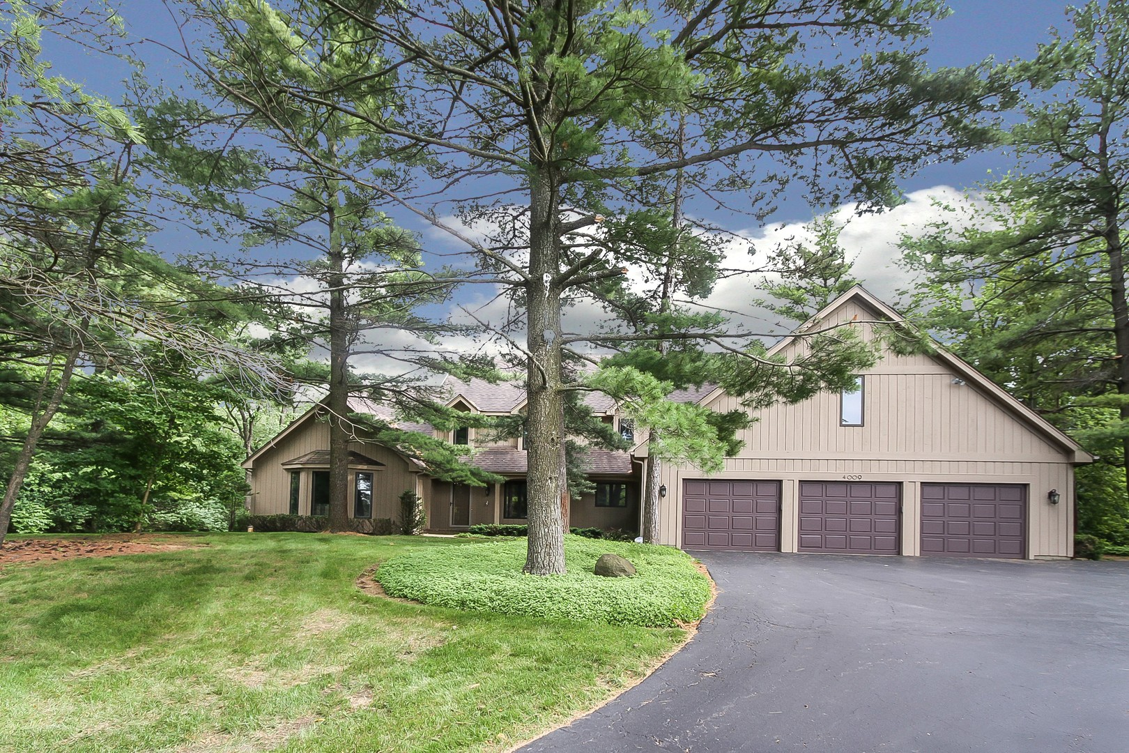 4009 Meandering Way, Crystal Lake, IL 60014
