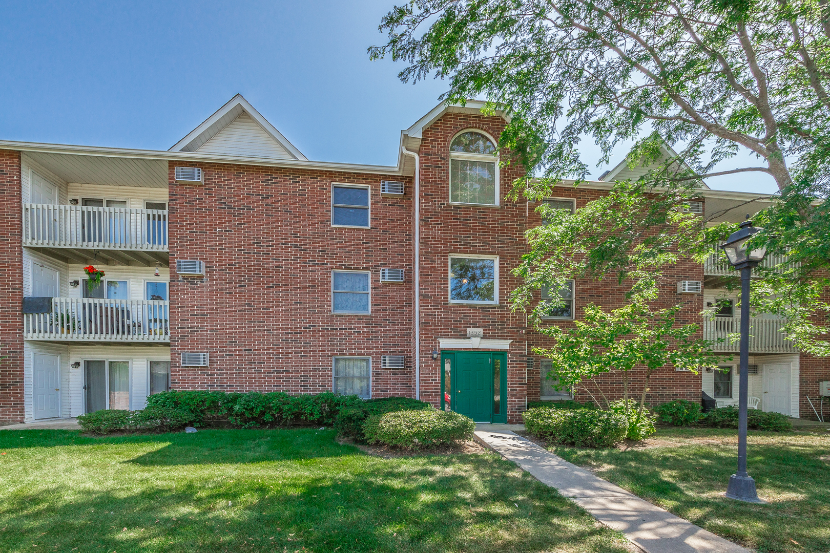1352 Cunat Court, Lake In The Hills, IL 60156