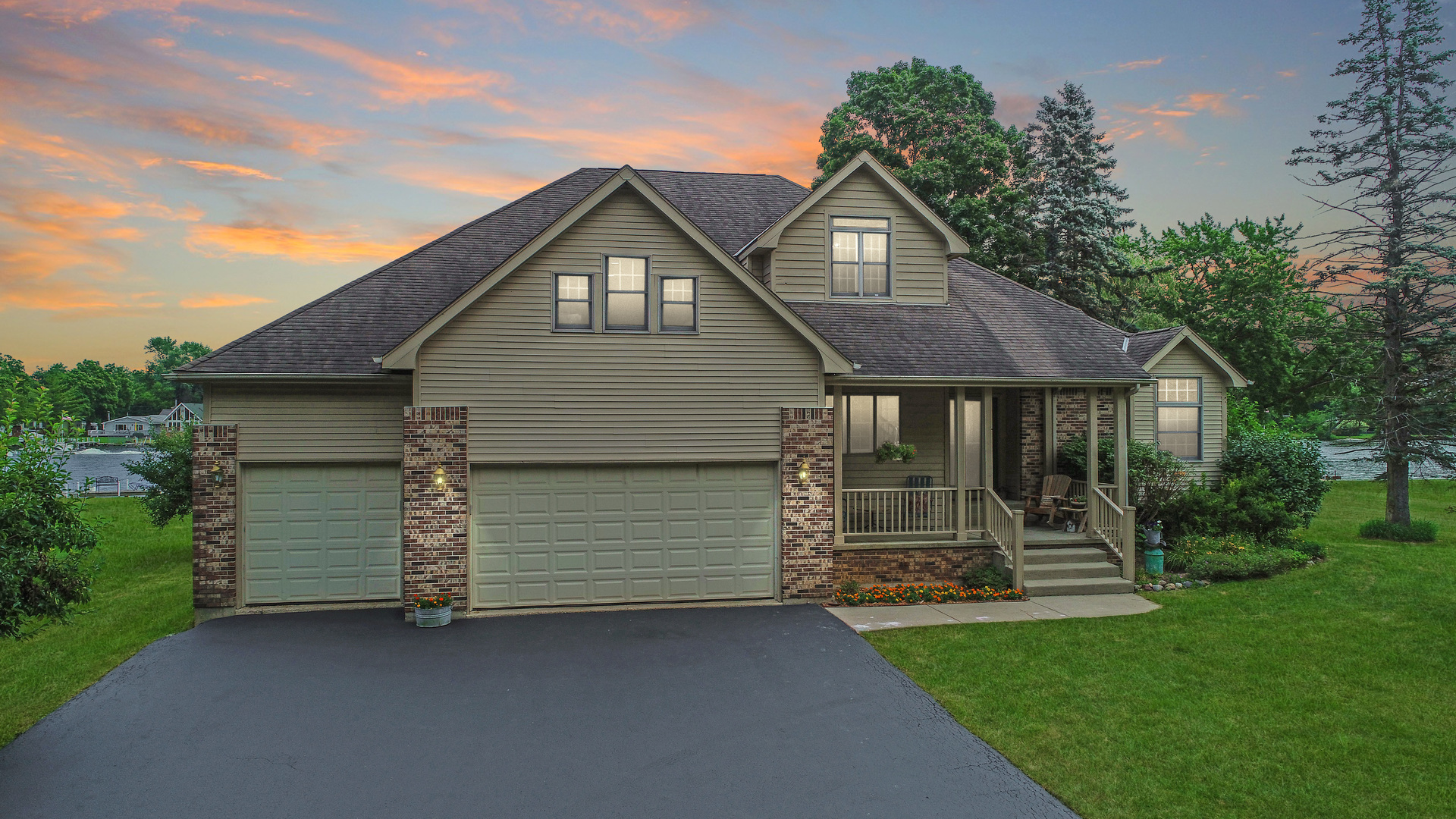 202 Country Club Drive, Mchenry, IL 60050