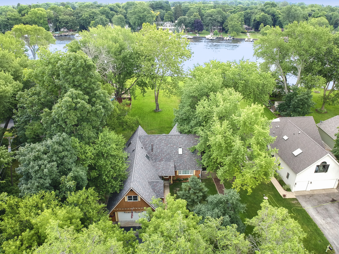 2512 Orchard Beach Road, Mchenry, IL 60050