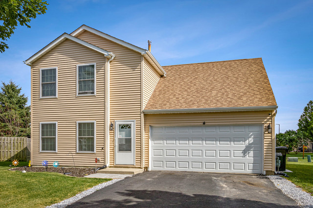 4 Lansbury Court, Lake In The Hills, IL 60156