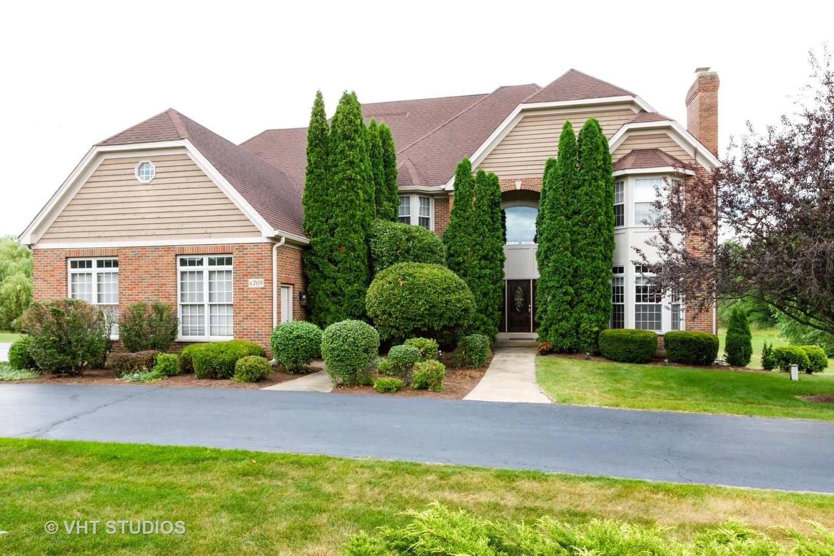 6709 Oakwood Manor Drive, Crystal Lake, IL 60012